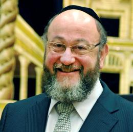 Chief Rabbi is guest of honour at a Muslim dinner in Wales